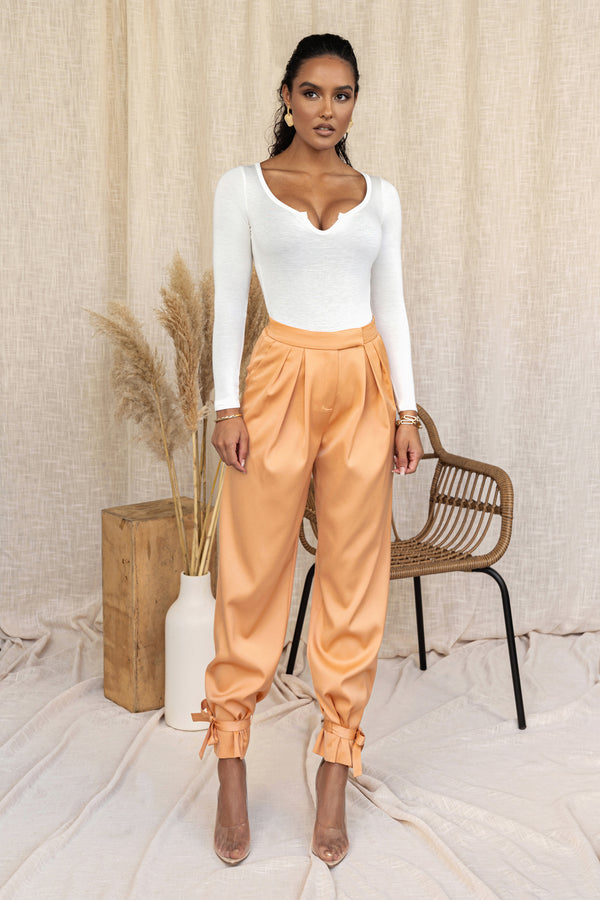 APRICOT CAMILLE WOVEN PANTS