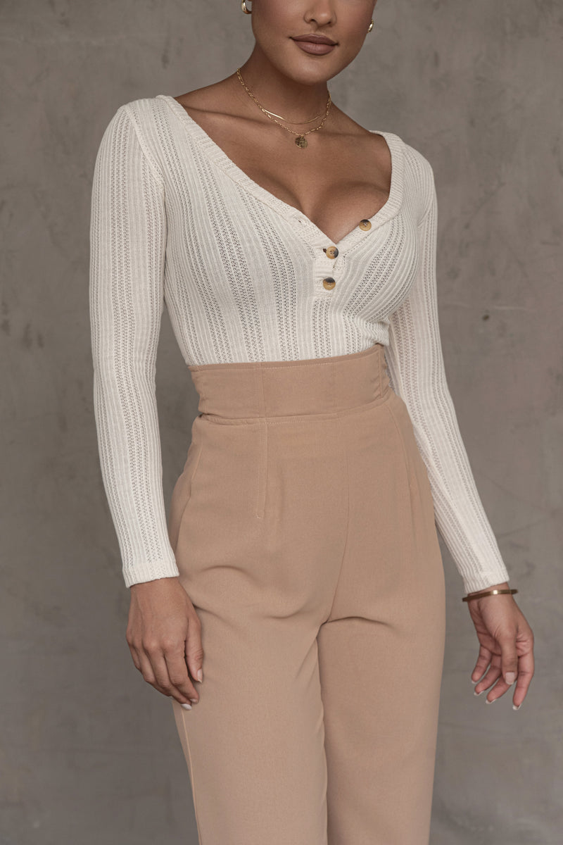 IVORY EZRA THREE BUTTON TOP