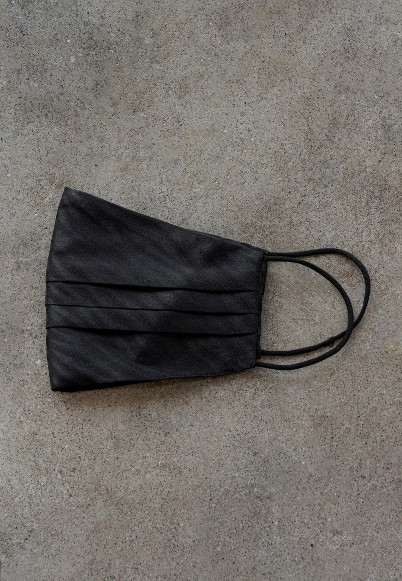BLACK PRINTED SATIN MASK & POUCH