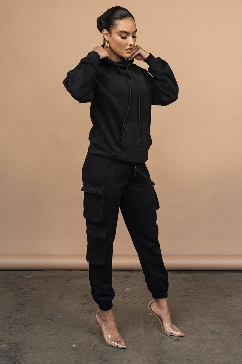 BLACK UNISEX TEARLY OVERSIZED PULLOVER