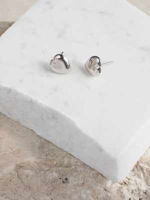 CIRCLE LINES - Silver heart stud earrings