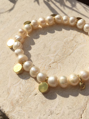 CIRCLE LINES - Disk bracelet with freshwater pearls