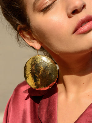 RUSTIC FINISH - Hammered round earring