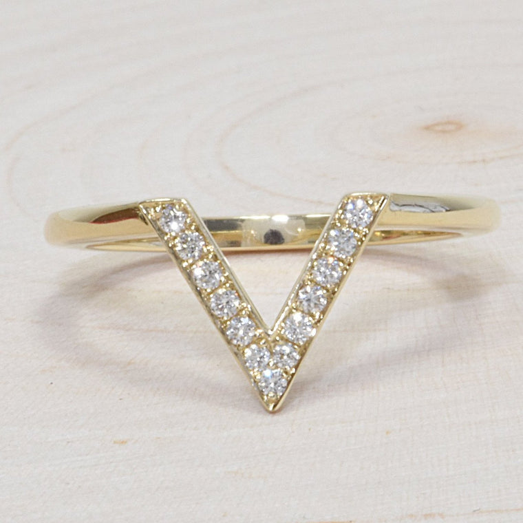 14k Yellow Gold Ladies Triangle Diamond Wedding Band