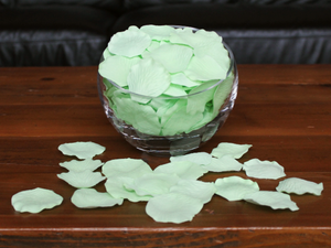 Honeydew Silk Rose Petals, 100 petals