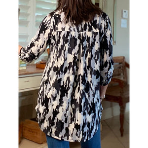 """Running On Empty"" Gabby Camouflage Print V-Neck 3/4 Tabbed Sleeve Floaty Black Gray S/M/L"