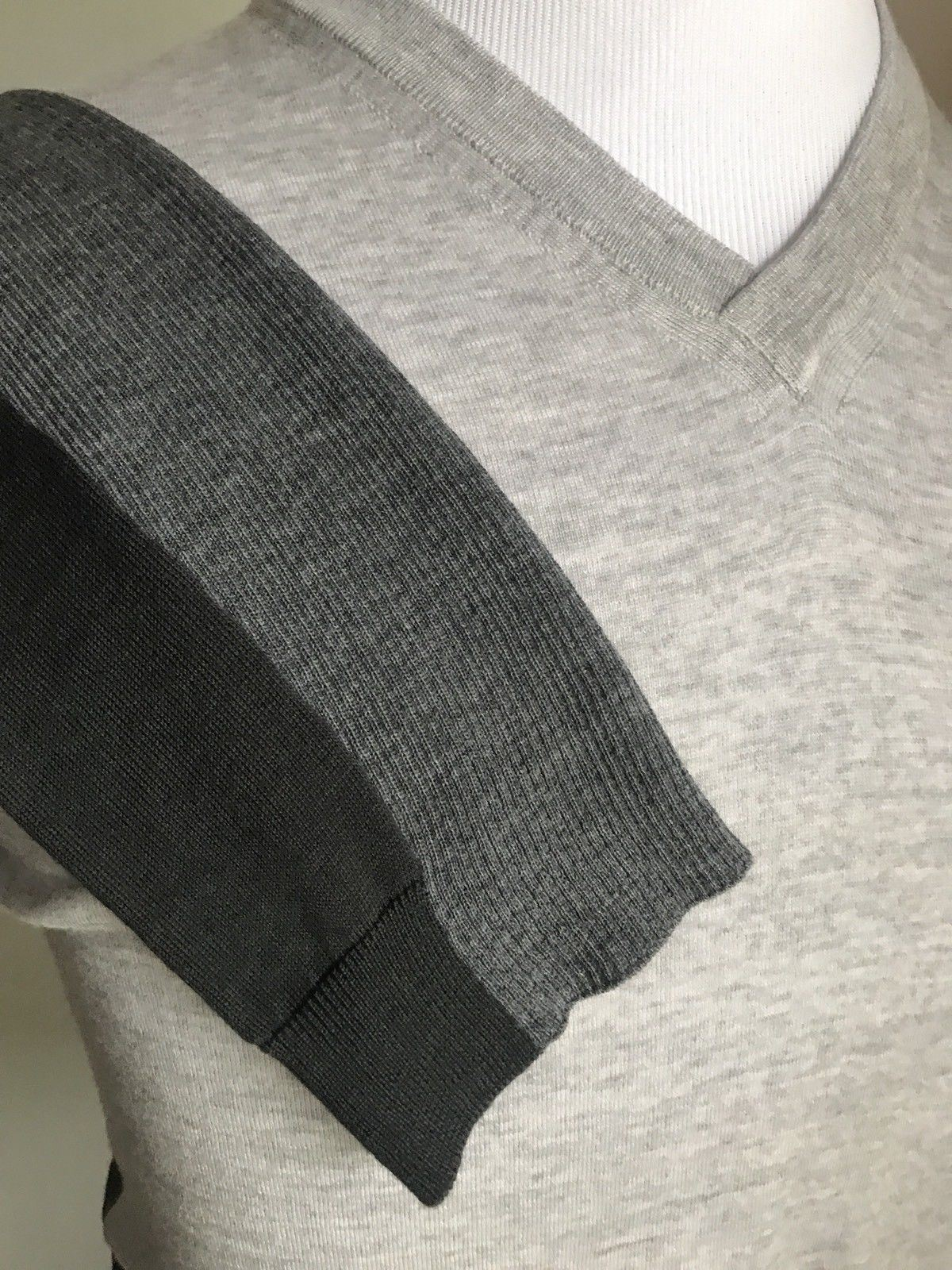 New $1395 Giorgio Armani Men Wool V-Neck Sweater Gray L US ( 52 Eu ) Italy - BAYSUPERSTORE