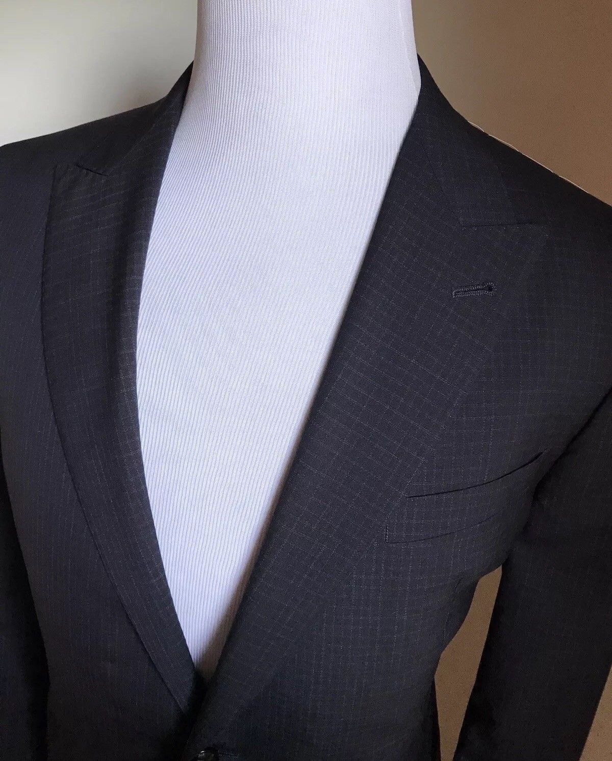 New $3695 Giorgio Armani Mens Wool Suit Blue Navy 42R US ( 52R Eu ) Italy