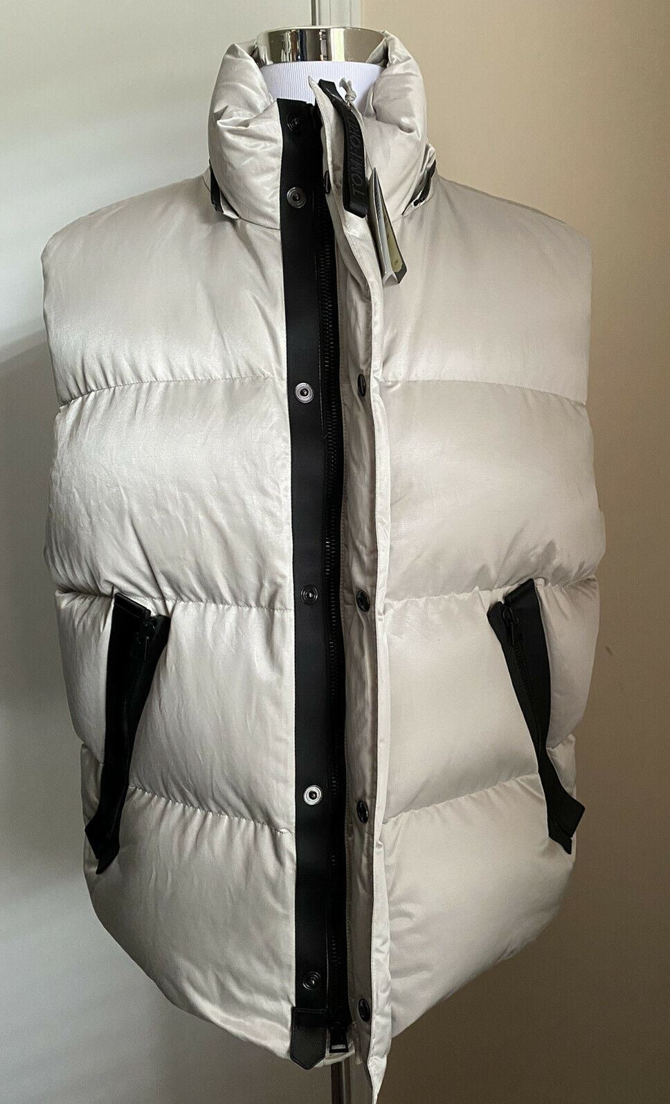 New $3890 TOM FORD Men Zip Front Hooded Puffer Vest Jilet Silver 46 US ( 56 Eu )
