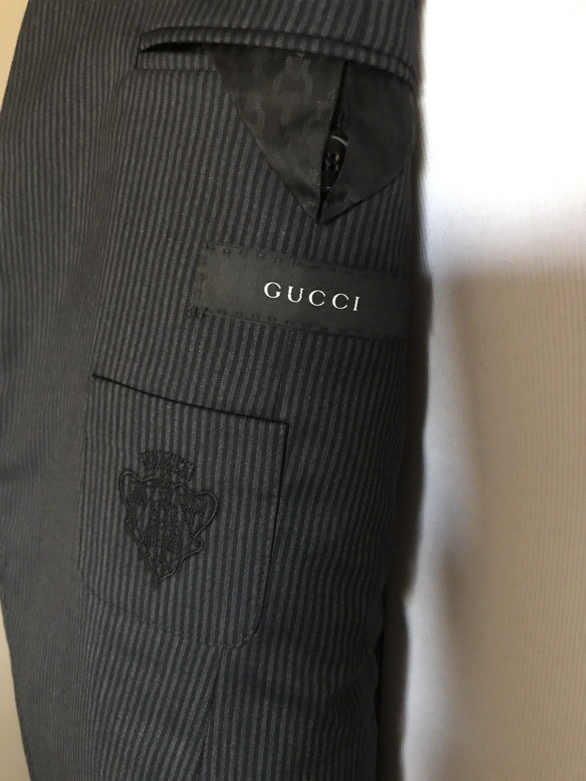 New $3145 Gucci Mens Wool Suit Gray Black Striped Stripped 40R US ( 50R Eu)Italy