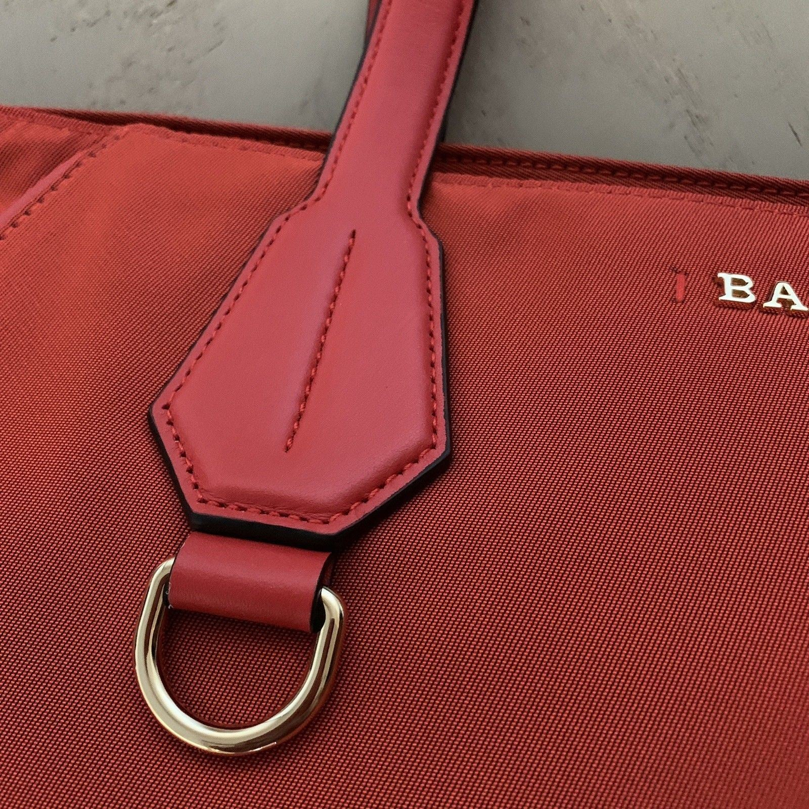 New $542 Bally Calibri Women's Nylon Leather Handbag Bag Red 6215581 Switza