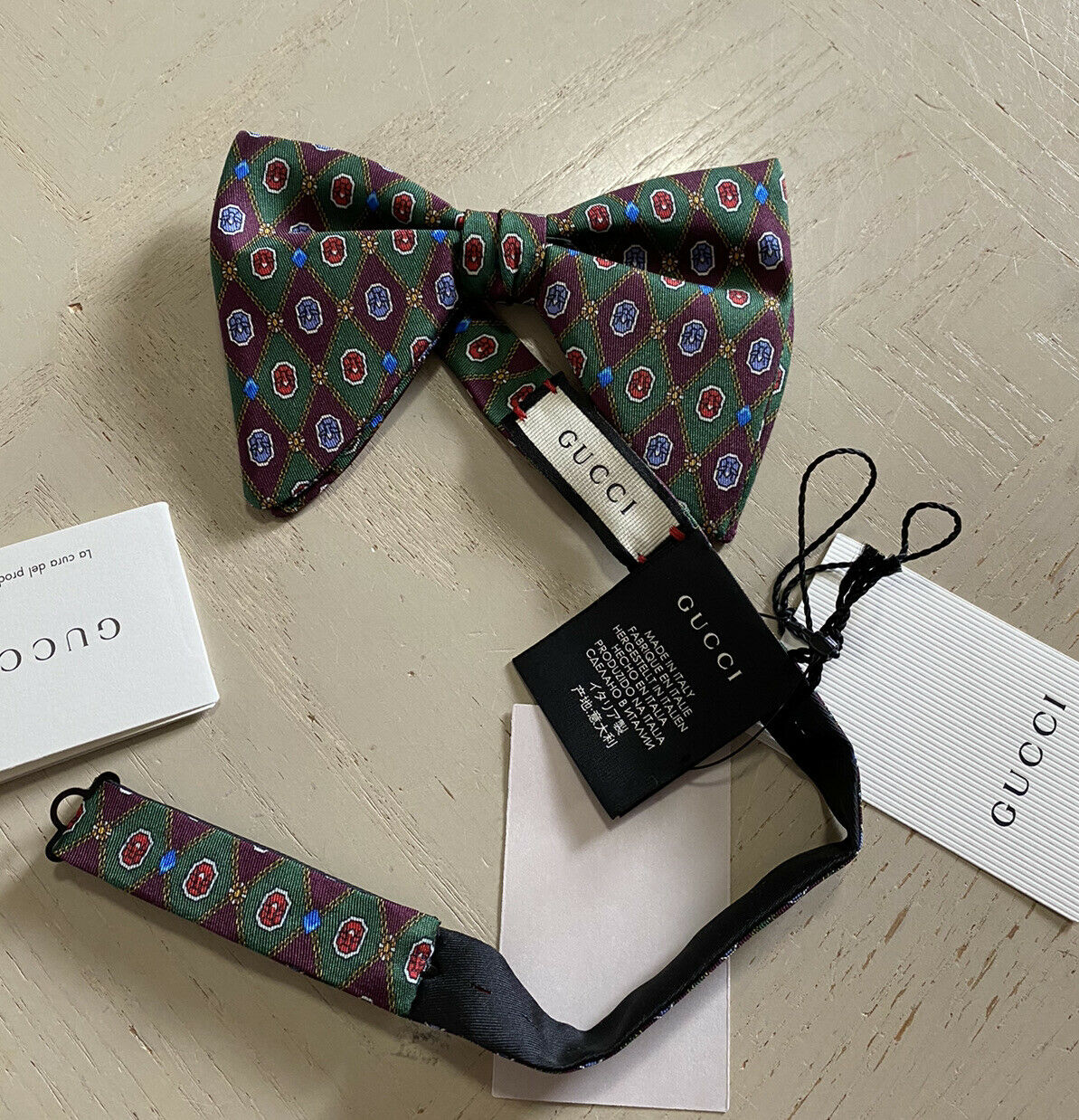 New $180 Gucci 100% Silk Bow Tie Green Made in Italy