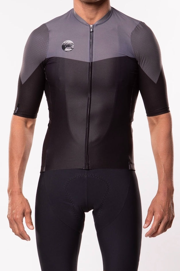 WYN republic Men's Luceo Premium Cycling Jersey - Deux X Noir. Aero black cycling jersey.