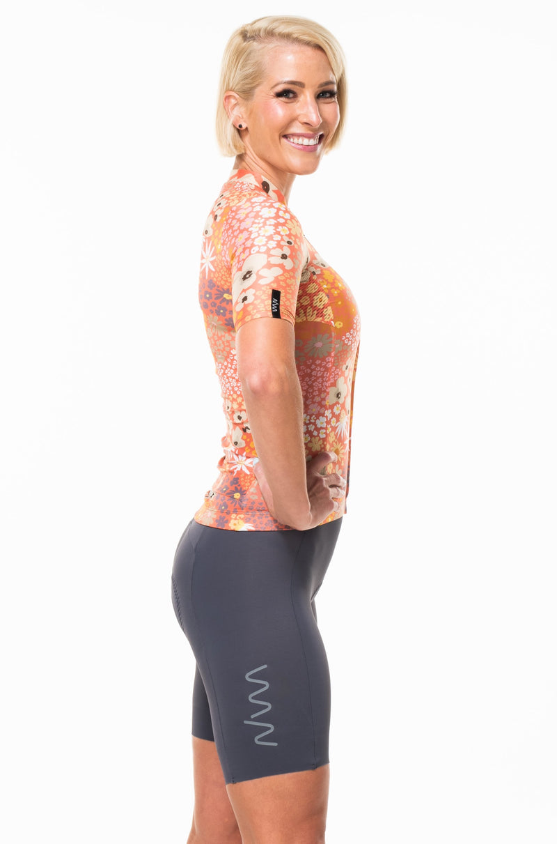 Right view of Blush cycling jersey.  Women's flower print cycling jersey with short sleeves.