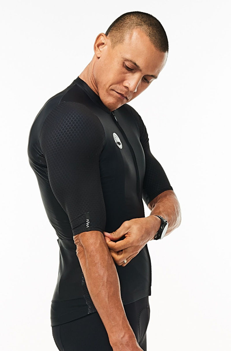 Right arm of men's Onyx Hex Racer Jersey. Black aerodynamic sleeves with Italian Hex fabric.