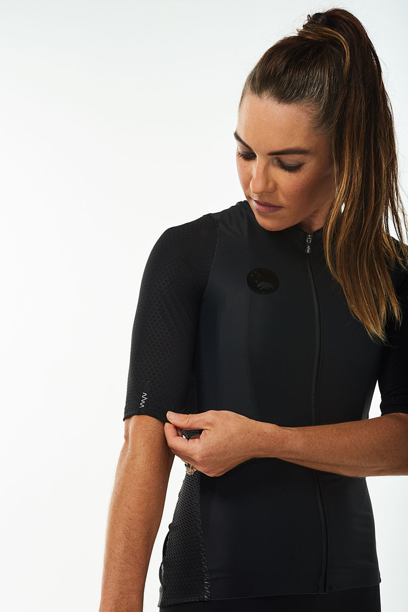 Right arm of women's Onyx Hex Racer Jersey. Black aerodynamic sleeves with Italian Hex fabric.