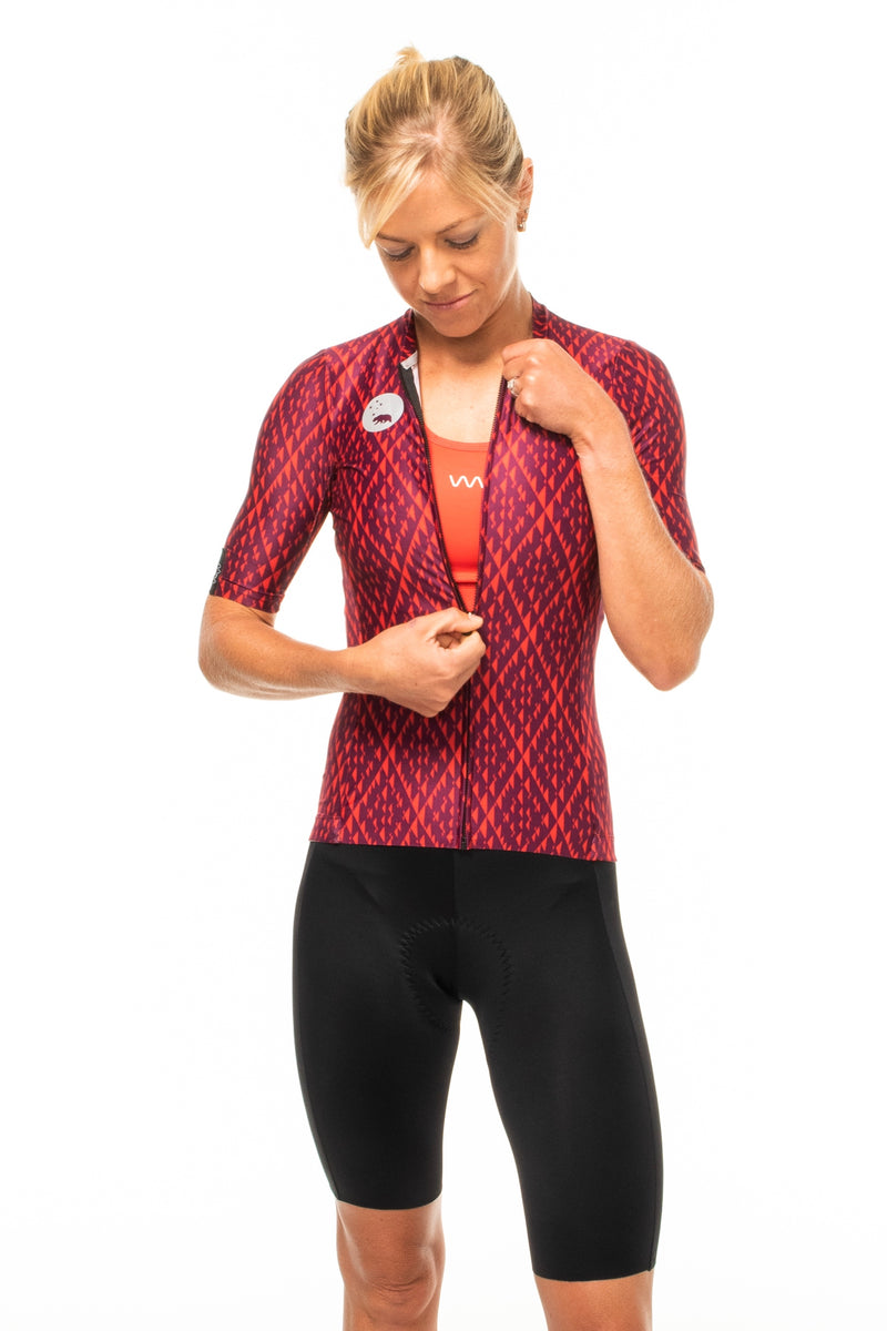 Model zipping Rise cycling top. Women's cycling jersey with flip-lock zipper.