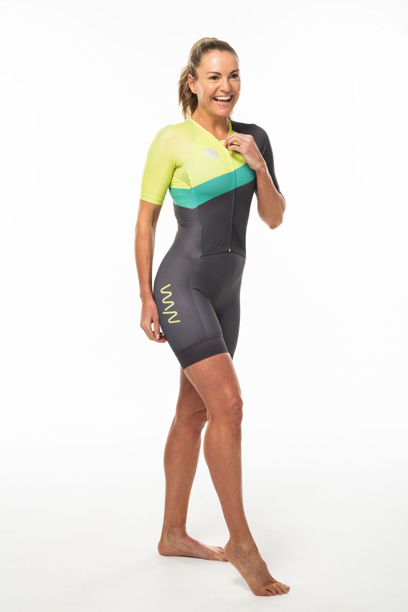 Right side women's Australiano aero triathlon suit. Tri suit with yellow vertical WYN log on thigh.