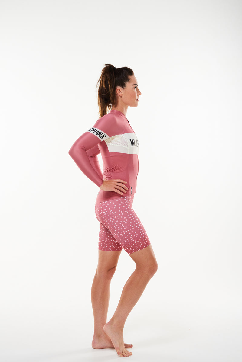 Right view women's Joni Summer Long Sleeve Jersey. Aero cycling jersey with ventilated fabric.