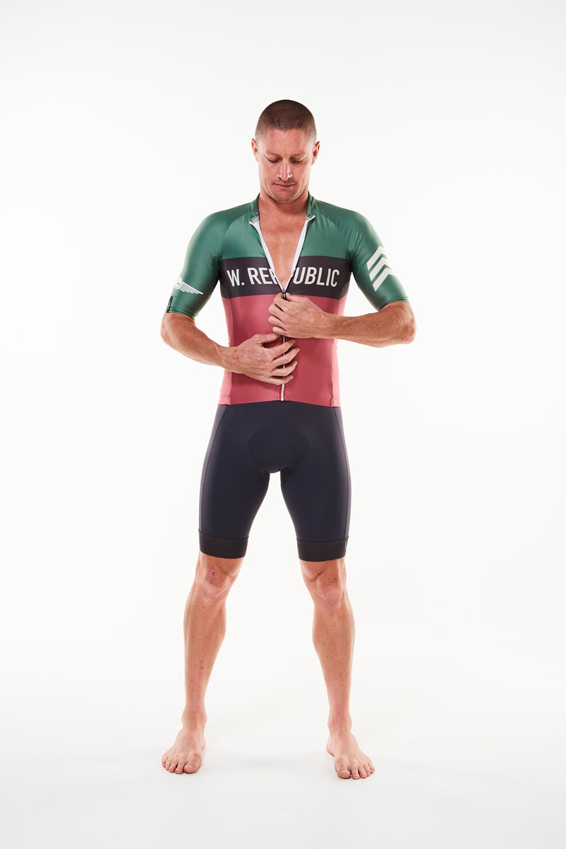 Model zipping men's Alliance short sleeve cycling jersey. Fast cycling jersey with flip-lock zipper.