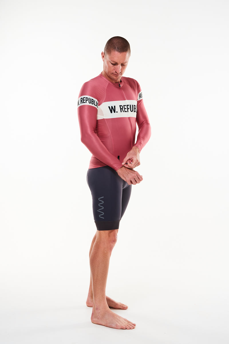 Right angle Men's Code Red Summer Long Sleeve Cycling Jersey. Full length sleeved cycling jersey.