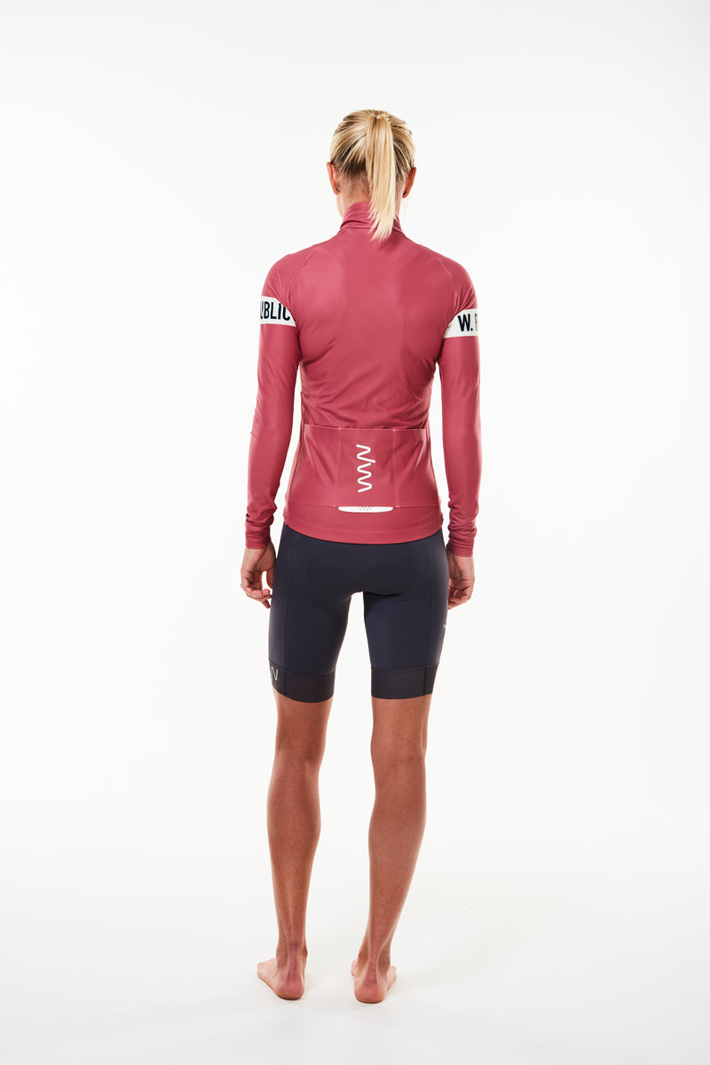Model showing back of Joni thermal jersey. Long sleeve cycling jersey with storage pockets.