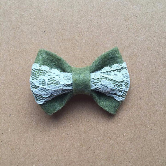 Green and lace bow with clip