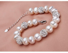 Load image into Gallery viewer, Beautiful freshwater pearl bracelet