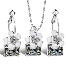 Load image into Gallery viewer, Floral crystal jewellery set