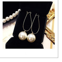 Load image into Gallery viewer, Pearl of love earrings
