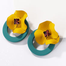 Load image into Gallery viewer, Trendy boho flower earrings