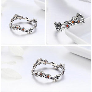 Twisted daisy ring