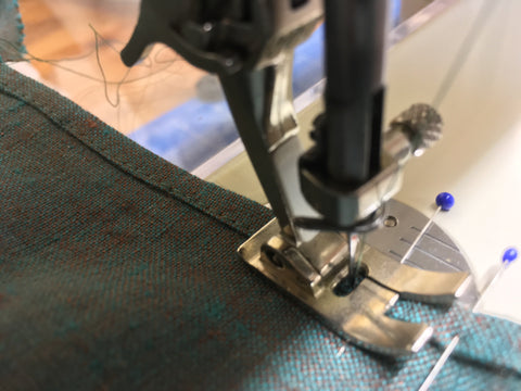 Stiching close to finished edge with sewing machine