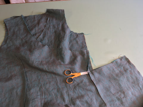 Clipping seam allowance above the dart to finish the edge