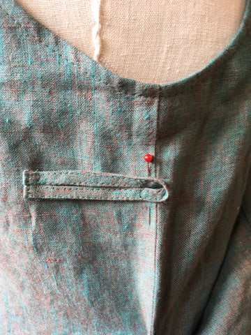 Aligning the longer back closure strip with pin