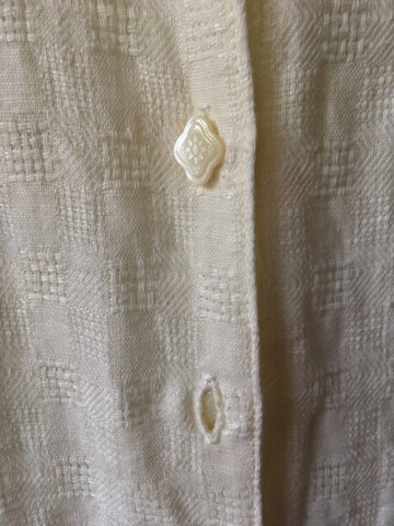 Photo of buttons in vertical buttonholes