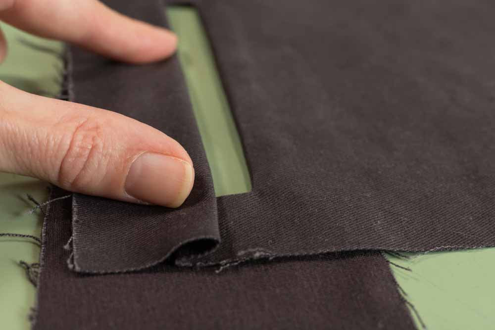 Folding top welt pleat to cover half of pocket opening