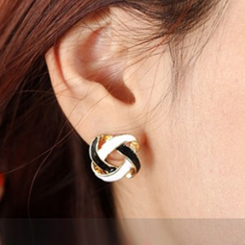 Push Back Grooved Black And White Ladies Earrings