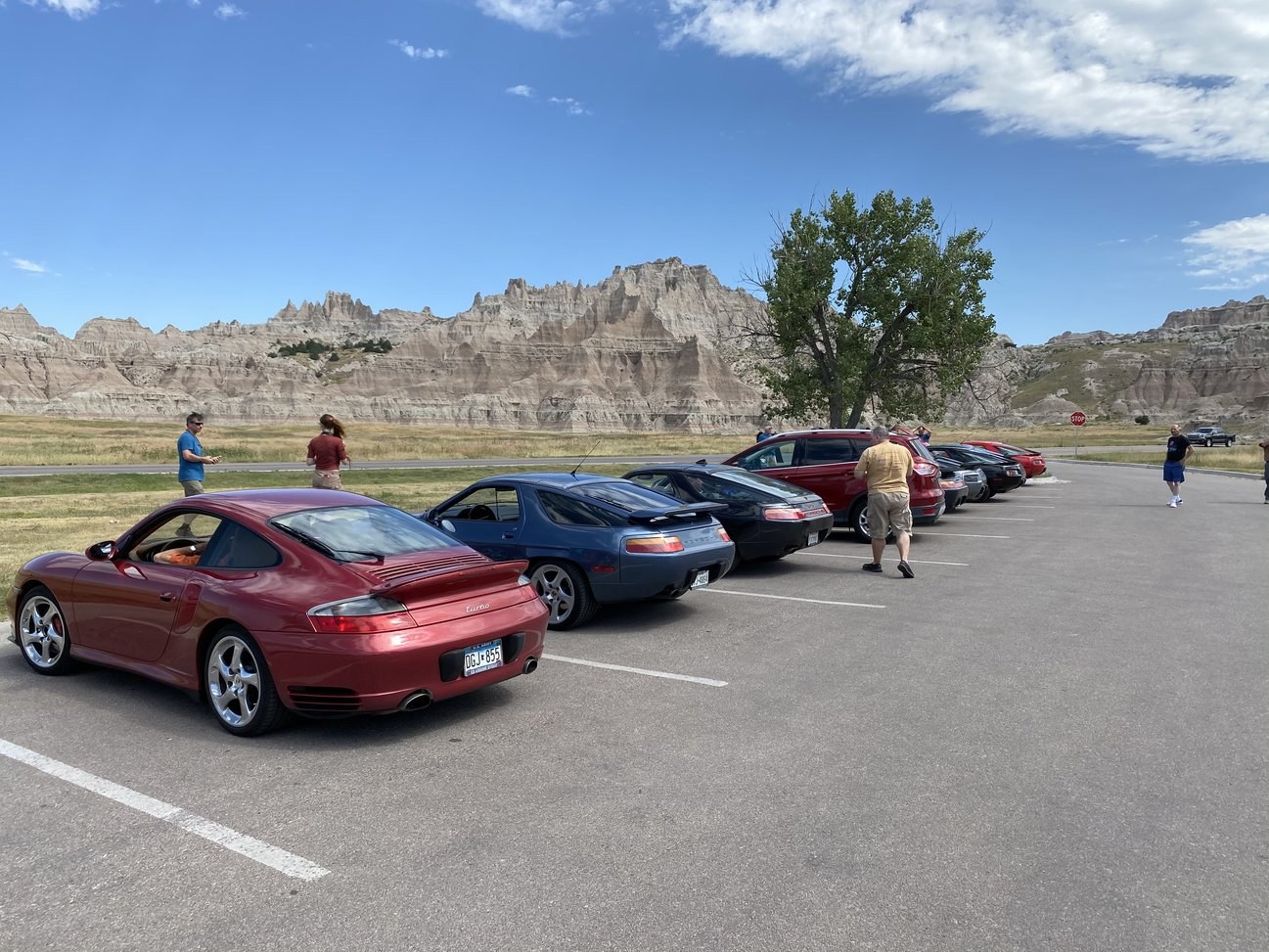 sharks in the badlands 928s event cars in the parking lot