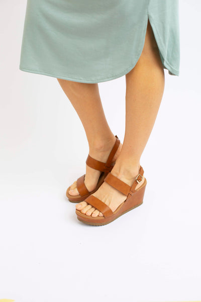 19.01.29D Tan Wedge Platform Sandals