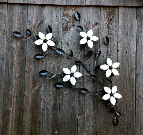 Metal Five Flower Wall Art with Vine: Metal-Wall-mounted Vines With 5 Flowers