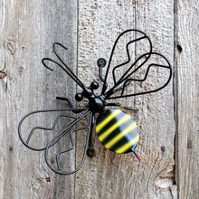 Wall mounted Decorative Metal Bumblebee For Garden Decor