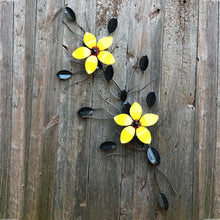 Two Flower Vine Metal Decor: Wall-mounted Ornamental Vines With 2 Flowers
