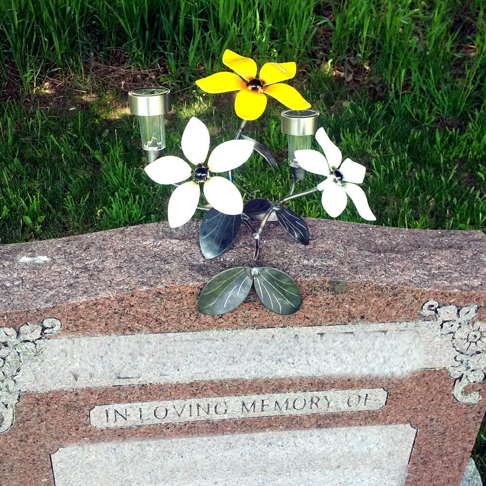 Memorial Metal Flower Decoration For Tombstone & Grave Site c̸w 2 Solar Lights