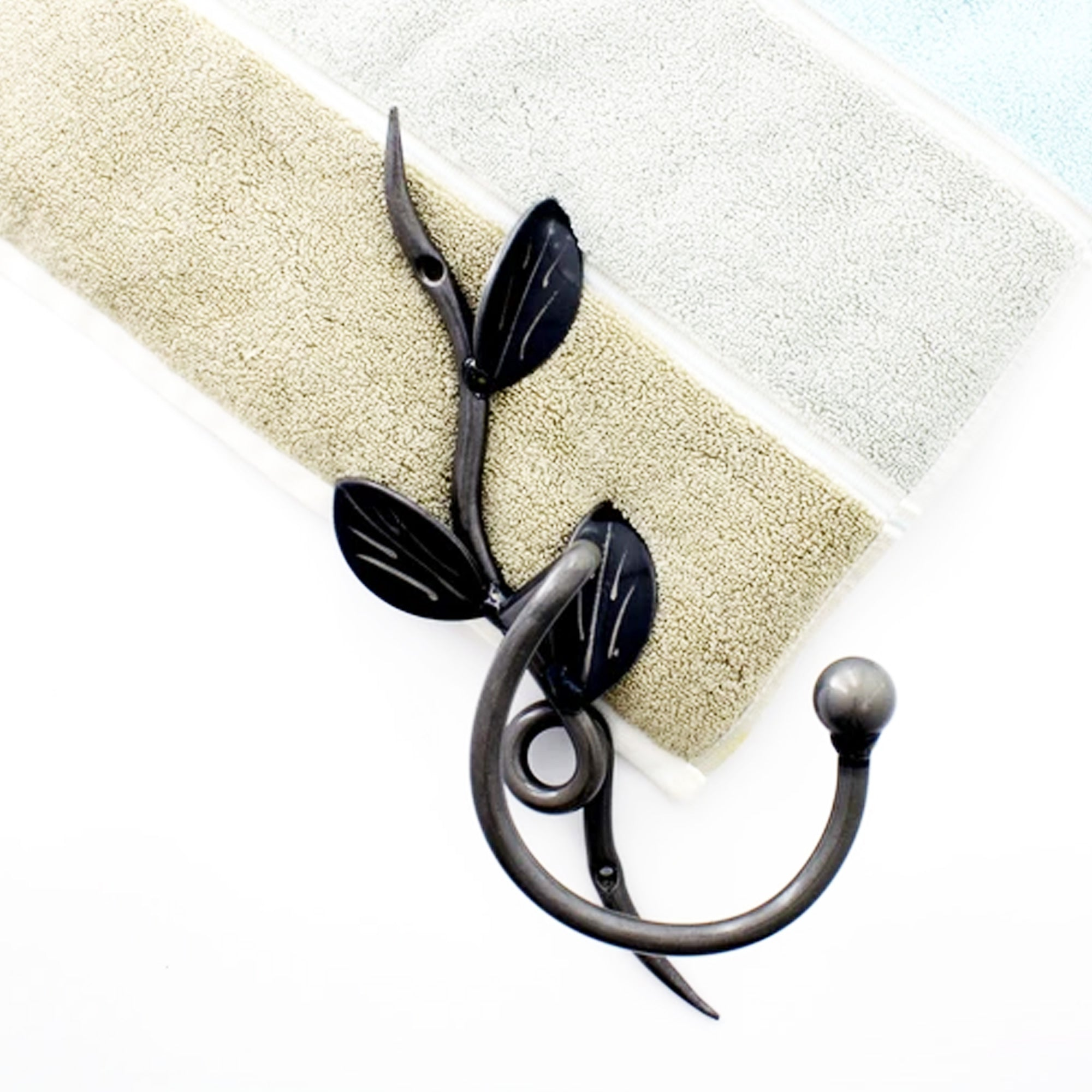 Metal Vine Towel Hook: Wall-mounted Ornamental Towel Hooks