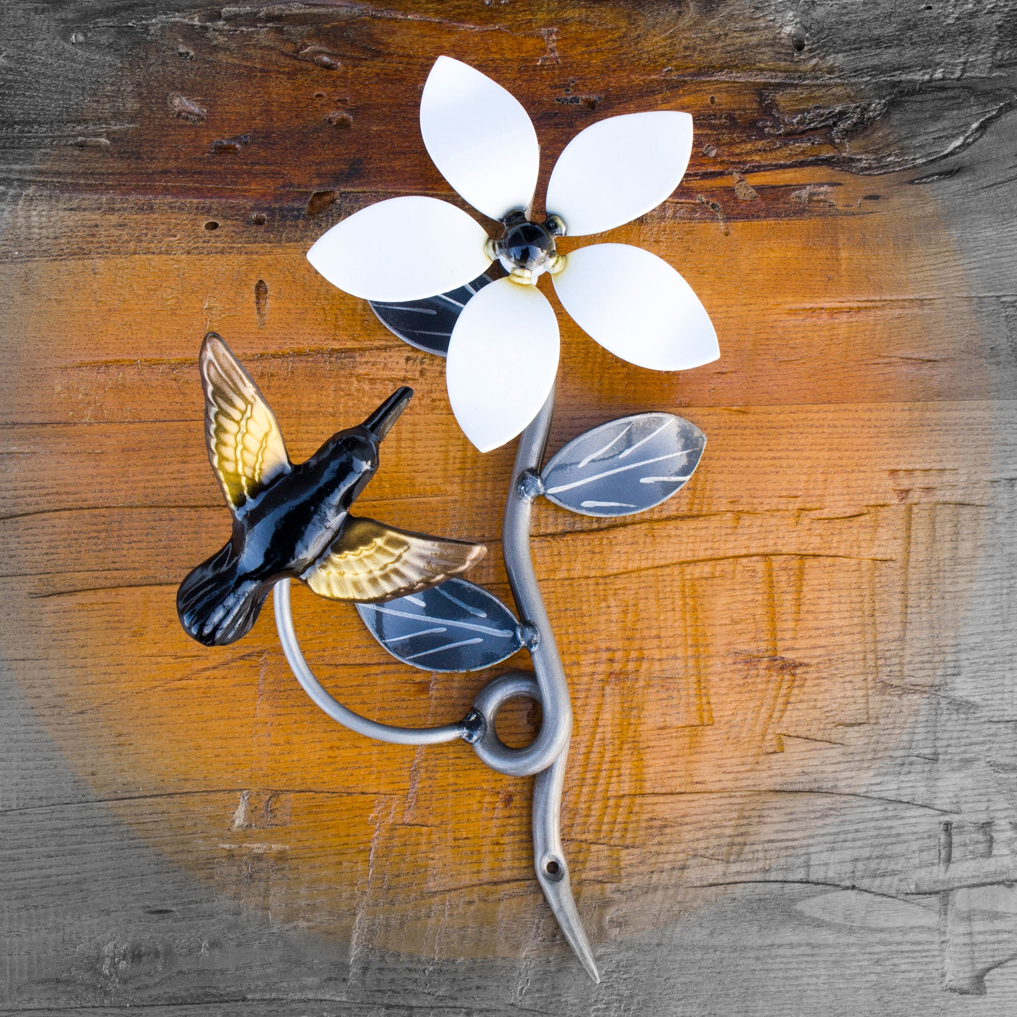 Wall Mounted Metal Flower And Hummingbird Without Solar Lights