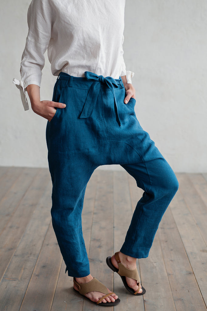 Washed linen trousers in blue color