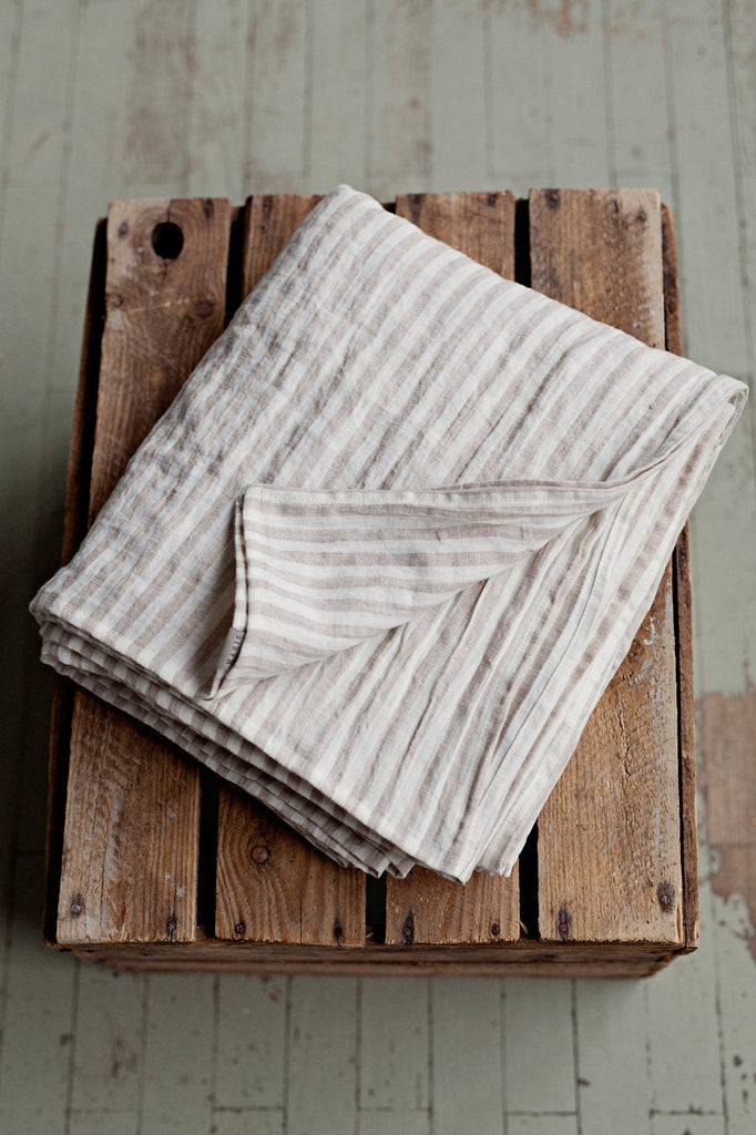 Striped in natural linen colour and white linen flat sheet