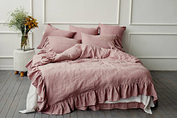 Mauve linen duvet cover with ruffles
