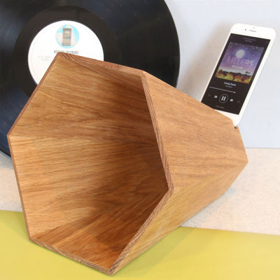 Stunning and unique oak iPhone speaker